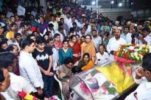 kodela siva prasad body reached to his home after post mortem chandrababu pays homage to kodela siva prasada rao, పోస్టుమార్టమ్ రిపోర్ట్-ఉరి