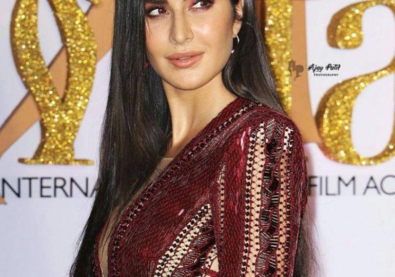 Katrina Kaif Looking Too Hot In IIFA Awards Function..!