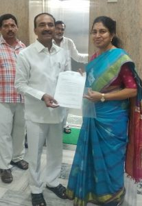 mla sunitha getting emotional in assembly over her father on dialysis issue, నిండుసభలో కంటతడి!