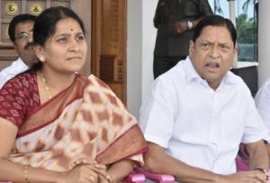 trs leaders mla redyanaik and mp kavitha unhappy over minister post to sathyavathi rathod, ఈసారి ఎంపీ కవిత, రెడ్యానాయక్ వంతు.