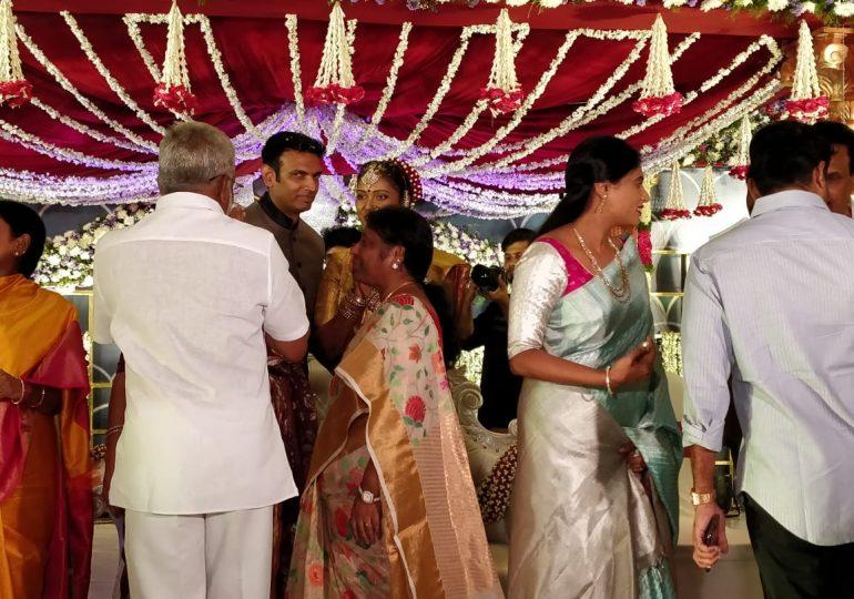 YS Sharmila Attends IPS Chandana Deepti Marriage, చందన దీప్తి పెళ్ళిలో షర్మిల సందడి