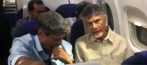 Chandrababu naidu meets Kapil dev In Same flight, వినేవాడు ఒకడుంటే చెప్పేవాడు చంద్రబాబు