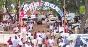 ts police following cmkcr in vasthu, వాస్తులో కేసీఆర్కి పోటీగా పోలీసులు